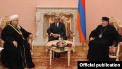 Armenia - President Serzh Sarkisian (C) meets with Azerbaijan's top Shia Muslim leader Sheikh-ul-Islam Allahshukur Pashazade (L) and Catholicos of All Armenians Garegin II, Yerevan, 28Nov2011