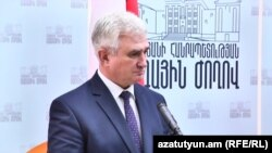 Armenia - Milan Stech, the speaker of Czech Senate, speaks at a news briefing in Yerevan, 4Oct2017.