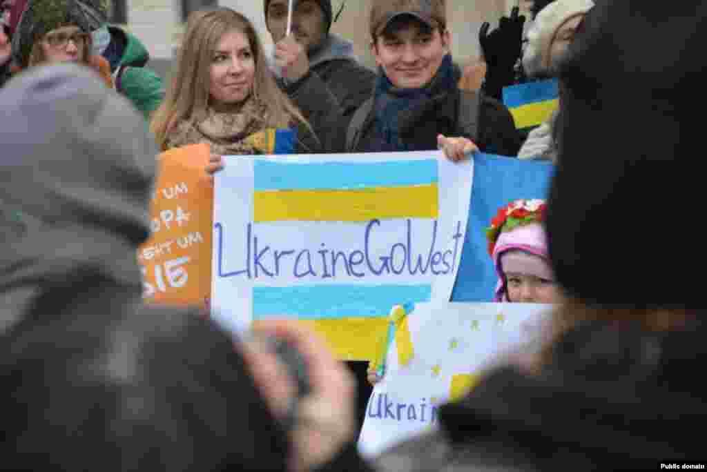 Євромайдан в Берліні (Німеччина) (фото Facebook Julia Onyschenko)