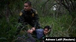 Pamje nga kontrollet kufitare në kufirin e Meksikës.