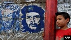 Уличное граффити с изображением Иисуса Христа (слева) и Эрнесто Че Гевары (справа) в Никарагуа, 2010