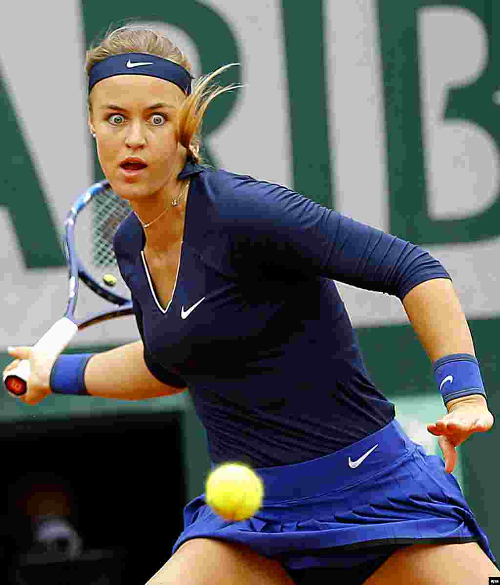 Anna Karolina Schmiedlova of Slovakia is caught in action against Garbine Muguruza of Spain during their women's singles first-round match at the French Open tennis tournament at Roland Garros in Paris. Muguruza won 3-6, 6-3, 6-3. (epa/Robert Ghement)