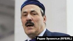 Barışıq missiyasında Nazarbayevə Dağıstan lideri Ramazan Abdulatipovun kömək etdiyi bildirilir