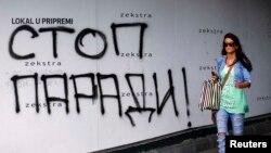 Në një mur në Beograd, shkruhet 'Ndaloni Paradën'