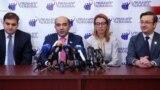 Руководитель партии «Лусавор Айастан» («Просвещенная Армения») Эдмон Марукян (второй слева) на пресс-конференции, Ереван, 10 декабря 2018 г.