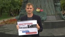 Solo Moscow Protesters Picket In Call For Free Elections