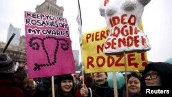 Варшавада Аялдар күнүн утурлай өткөн жүрүш. 6-март, 2016-жыл.
