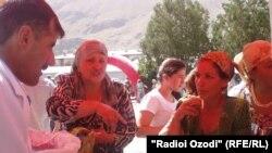 Cокинони Хоруғ дар намоишгоҳи фаровардаҳои кишоварзӣ, августи 2012