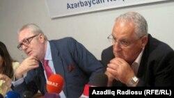 Coдокладчики Совета Европы по Азербайджану Педро Аграмунт и Джозеф Дебоно Греч на пресс-конференции в Баку, 13 июня 2012
