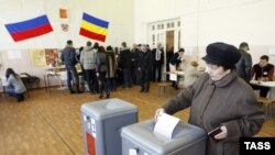 A woman votes at a polling station in Rostov na Donu.