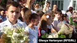 В более чем ста государствах учителя в этот день принимают поздравление от своих воспитанников