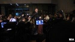 Архивска фотграфија - Претседателот на ВМРО-ДПМНЕ Никола Груевски се обрати на собраните граѓани пред ДИК