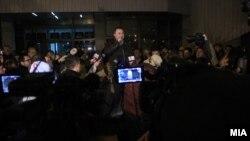 Претседателот на ВМРО-ДПМНЕ Никола Груевски се обраќа на собраните граѓани пред ДИК, Скопје, 17.12.2016