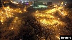 Плоштадот Тахрир во Каиро за време на вчерашните судири.