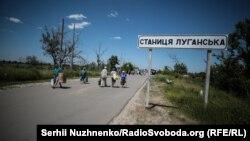 26 червня українські військовівідійшли з однієї з позиційперед КПВВ у Станиці Луганській