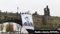 """Постер с портретом одного из активистов """"Войны"""" Олега Воротникова"""