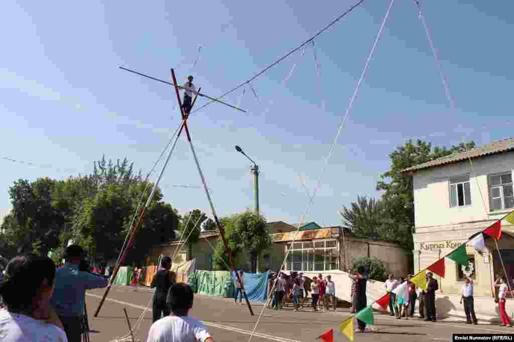 Фестиваль завершится 3 июня на центральной площади города гала концертом с участием звезд кыргызской эстрады.