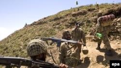 سربازان پاکستان در کوههای مشرف به دره سوات(۲۲ مه)