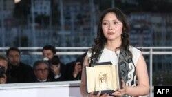 Канн кинофестивалі жүлдесіне ие болған қазақстандық актриса Самал Еслямова.
