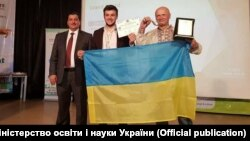 Під час церемонії нагородження (фото: МОН України)