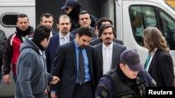Tetë ushtarët e Turqisë, duke shkuar në një gjykatë në Athinë. 26 janar, 2017
