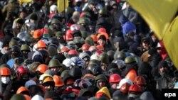 Үкіметке наразылық танытушылар Тәуелсіздік алаңында тұр. Киев, 29 қаңтар 2014 жыл.