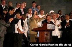 Рауль Кастро на церемонии прощания со своим братом Фиделем