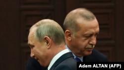 Türkiyə Prezidenti Recep Tayyip Erdogan (solda) və Rusiya Prezidenti Vladimir Putin