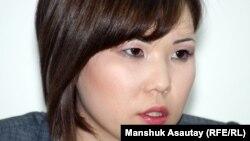 Алия Турусбекова, жена арестованного лидера оппозиции Владимира Козлова. Алматы, 21 мая 2012 года.
