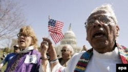 Американцы помнят, что их страну создали переселенцы. Акция в защиту нелегальных рабочих в Вашингтоне