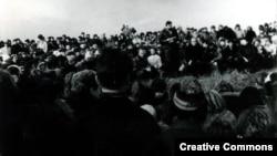 """Мітынг на Дзяды-88. Выступае Ўладзімер Арлоў. Фота з сайту <a href=""""http://vytoki.net/"""">vytoki.net</a>"""