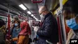 Стотици хиляди хора в Китай носят маски, за да се предпазят от зараза. Експертите казват, че с тях трябва да се внимава