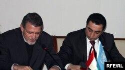 Расми имзои санадҳои муҳим, Душанбе, 16 декабри соли 2009.