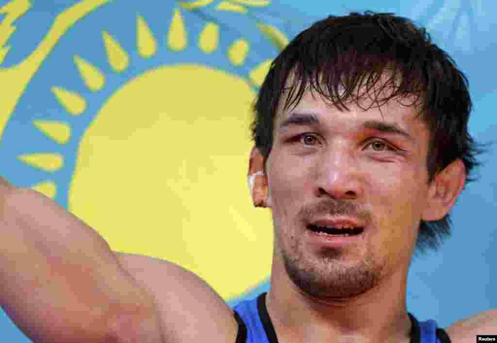 В одном из поединков Акжуреку Танатарову прокусили ухо. Казахский борец стал бронзовым призером в вольной борьбе. Лондон, 12 августа 2012 года.