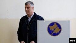 Premijer Kosova Hashim Thaci na glasanju u Prištini, 01. decembar 2013.