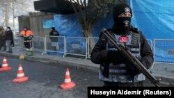 Сотрудник турецкой полиции (архивное фото)