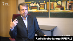 Головний експерт групи «Пенсійна реформа» «Реанімаційного пакету реформ» Віталій Мельничук запевняє: «Дуже дорого коштують суспільству і державі такі рішення»