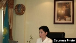 Гульшара Абдыкаликова, министр труда и социальной защиты населения, отвечает на вопросы читателей веб-сайта радио Азаттык.Астана, 27 января 2011 года.