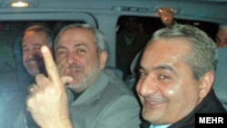 حسين موسويان از دهه ۱۳۶۰ خورشيدی سمت های مختلفی را در نظام جمهوری اسلامی به عهده داشته است.