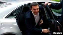 Премьер-министр Греции Алексис Ципрас прибывает на переговоры в Брюсселе. 22 июня 2015 года.