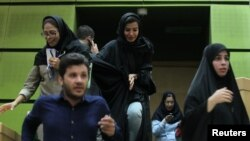 Իրանի խորհրդարանում ահաբեկչությունից անմիջապես հետո, 7-ը հունիսի, 2017 թ․