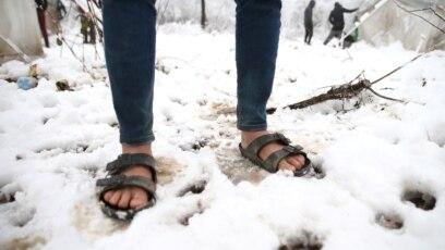 Migranti u 'Vučjaku' na mokrom, u snijegu i hladnoći