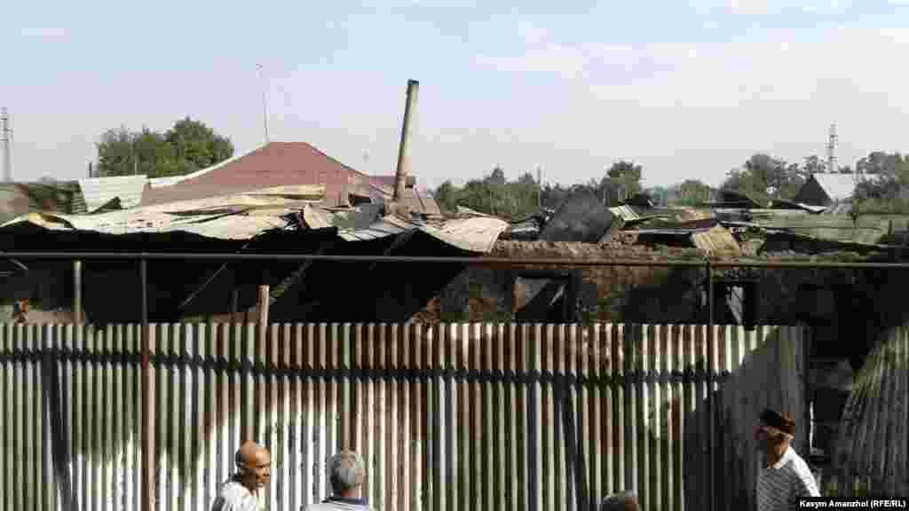 Площадь пожара составила несколько сотен квадратных метров.