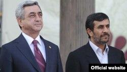 Президент Армении Серж Саргсян (слева) во время встречи с президентом Ирана Махмудом Ахмадинежадом, Тегеран, 27 марта 2011 г.