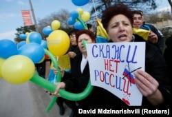 Акція у Криму в Бахчисараї проти агресії Росії щодо України за два дні до так званого «референдуму», 14 березня 2014 року
