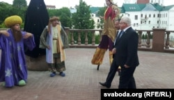 У адкрыцьці скульптуры бралі ўдзел старшыня гарвыканкаму Віктар Нікалайкін і намесьнік старшыні аблвыканкаму Ўладзімер Цярэнцьеў
