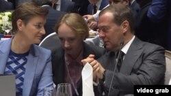 Serbiya və Rusiya baş nazirləri Ana Brnabić (solda) Dmitry Medvedev
