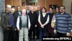 Удзельнікі Таварыства ўкраінскай літаратуры, у пярэднім шэрагу — Наталка Бабіна
