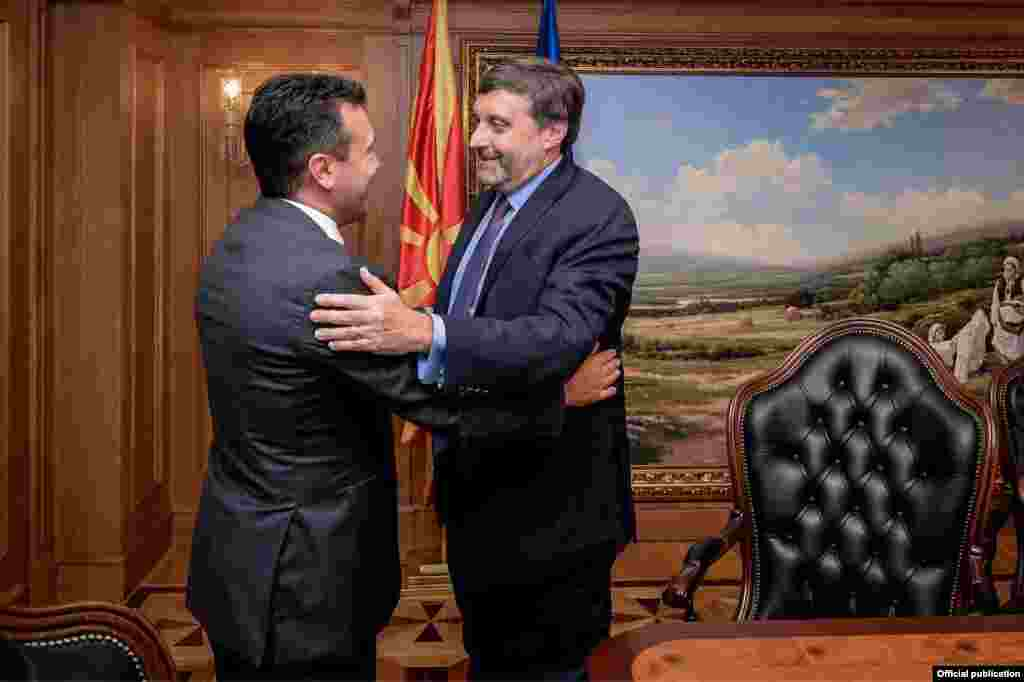 САД / ГРЦИЈА - Договорот од Преспа е извонредно дипломатско достигнување. Несомнено е најважното дипломатско достигнување во регионот од Дејтонскиот договор, оценил заменик помошникот државен секретар на САД, Метју Палмер на средбата со новинари во Грција, пренесе грчката новинска агенција АНА-МПА.