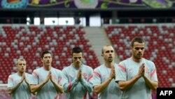 Футболисты сборной Польши на тренировке. Варшава, 7 июня 2012 г